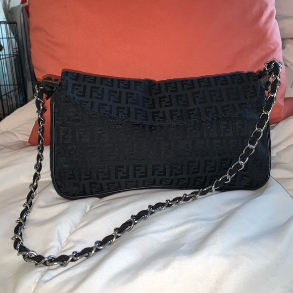 Fendi Handbags - Authentic FENDI Purse 🖤🙏🏼🥰